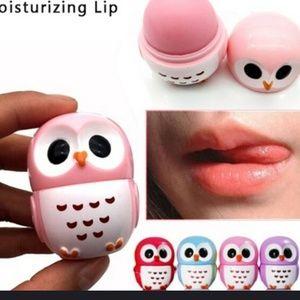 Lot of 4 lip balm shaped like an owl